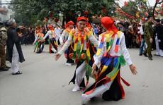 Hà Nội: Biểu diễn múa dân gian 'Con đĩ đánh bồng' trong lễ hội đường phố