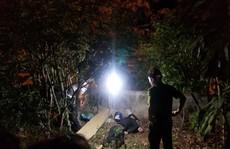 Xe máy nát vụn, thi thể thanh niên bay qua hàng rào cao 2m