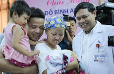 Mẹ ung thư vú giai đoạn cuối hạnh phúc đón con trai Đỗ Bình An xuất viện