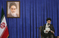 """Lãnh tụ Iran thề trả đũa """"cướp biển"""" Anh"""