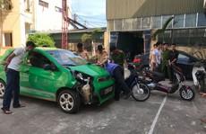 Xe ôtô 'điên' gây tai nạn liên hoàn rồi bỏ trốn