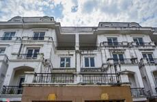 Hàng trăm căn biệt thự hiện đại kiểu Pháp bị bỏ hoang 12 năm