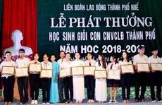 THỪA THIÊN - HUẾ: Khen thưởng con CNVC-LĐ học giỏi