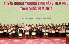 Thủ tướng Nguyễn Xuân Phúc gặp mặt 500 thương binh nặng