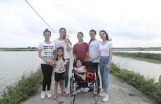Người phụ nữ dị tật truyền cảm hứng cho thí sinh Miss World Việt Nam