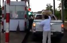 Xôn xao clip xe đón hài cốt liệt sĩ bị thu phí BOT