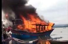 Đang sửa chữa, tàu cá hơn 1 tỉ đồng bất ngờ cháy dữ dội