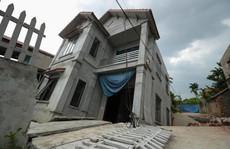 Cận cảnh ngôi nhà 2 tầng khang trang bất ngờ bị 'hố tử thần' nuốt