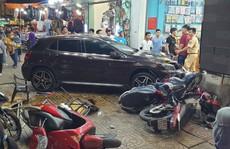 TP HCM: Ôtô 'điên' lao vào dòng xe máy, người, xe văng la liệt