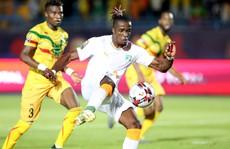 Clip: 'Đàn em' Didier Drogba giúp Bờ Biển Ngà vào tứ kết CAN Cup 2019