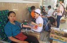 350 CNVC- LĐ tình nguyện hiến máu