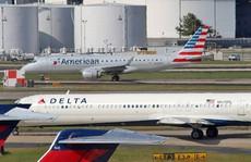 Delta Airlines bay với 1 hành khách, American Airlines bị tố bỏ bê nhóm trẻ em