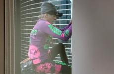 'Người nhện' leo toà nhà chọc trời Hồng Kông để kêu gọi hoà bình