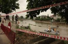Quăng lưới trúng quả bom dài 1,5 m và nặng hơn 200 kg sát chân cầu