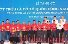 Thủ tướng trao cờ Tổ quốc cho ngư dân Bình Định