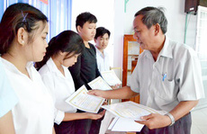 An Giang: Trao 350 triệu đồng học bổng khuyến học cho con công nhân