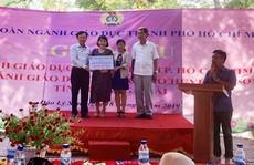 Thăm, tặng quà cho học sinh, giáo viên huyện đảo Lý Sơn, tỉnh Quảng Ngãi