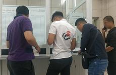 Tác nghiệp vụ cháy nhà máy Rạng Đông, nhiều phóng viên đau đầu, chóng mặt phải kiểm tra sức khỏe