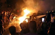 Tông xe ngoài đường làm cháy bệnh viện, 19 người thiệt mạng