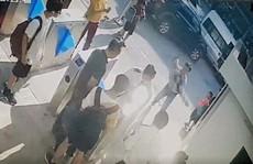 Xót xa cảnh phát hiện học sinh lớp 1 trường quốc tế ở Hà Nội 'cứng người' trên ô tô
