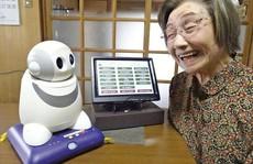 Sốt hàng robot tâm sự với người cao tuổi cô đơn
