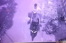 Cảnh 2 thanh niên trộm tượng phật 200 triệu bỏ chạy, chỉ mất 55 giây