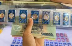 """Giá vàng SJC """"bốc hơi"""" gần cả triệu đồng/lượng"""