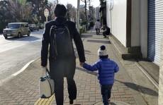 Kiện công ty gây phiền nhiễu sau khi nghỉ phép làm cha