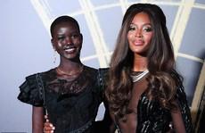 'Báo đen' Naomi Campbell gợi cảm với đầm xuyên thấu