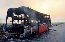 Chiếc xe khách giường nằm bị thiêu rụi trên quốc lộ 1 chỉ sau 15 phút phát hỏa