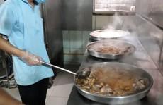 'Mục sở thị' nơi suất ra bữa ăn cho hàng vạn học sinh, công nhân