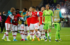 'Pháo' gầm vang đất Đức, Arsenal đè bẹp chủ nhà Frankfurt