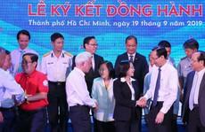 Những khoảnh khắc ấn tượng tại Lễ ký kết đồng hành Chương trình 'Một triệu lá cờ Tổ quốc cùng ngư dân bám biển'