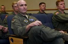 Trung Quốc bắt phi công Mỹ ngay tại sân bay