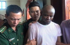 Bắt hai đối tượng quốc tịch Nigeria vận chuyển gần 15 kg ma túy đá vào Việt Nam