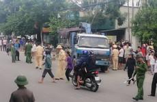 Đi xe máy từ đường nhánh ra, người đàn ông tử vong dưới bánh xe tải