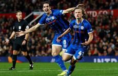 Chân sút 15 tuổi Rochdale suýt 'đá ghế' Solskjaer tại League Cup