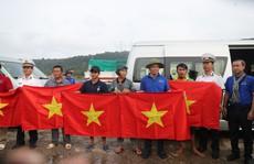 Trào dâng tự hào khi cờ Tổ quốc đến tay ngư dân