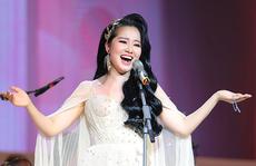 Phạm Thuỳ Dung bay bổng trong đêm 'Trăng hát'