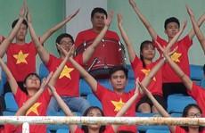 2.000 người đồng diễn kết hợp hát cổ động hâm nóng trận Thái Lan – Việt Nam