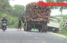 Vụ tài xế xe quá tải 'trình diện' CSGT trong nhà dân: Trung tá CSGT bị kỷ luật