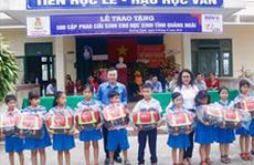 Quảng Ngãi: Tặng 500 cặp phao cứu sinh cho học sinh vùng lũ