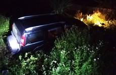 Ôtô 7 chỗ lao xuống mương, tài xế tử vong, 2 người khác bị thương