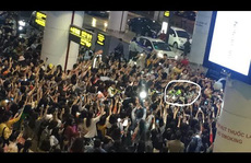 'Fan' Việt chen lấn, xô đẩy sao Hàn bị lên báo ngoại