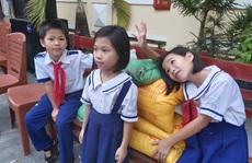 Ấm lòng hũ gạo tình thương của các em học sinh ở Phú Quốc