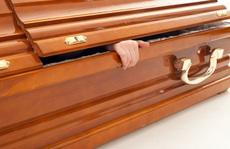 Cả nhà tất bật lo đám tang, người chết bất ngờ... mở mắt