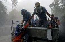 Núi lửa 'thức giấc', Philippines lo sóng thần