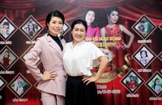 Các nghệ sĩ chúc mừng diễn giả, MC Thi Thảo