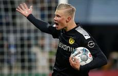 Lập hat-trick ra mắt Dortmund, 'thần đồng' Haaland làm chao đảo Bundesliga
