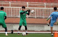 Bùi Tiến Dũng nói gì khi có thể mất suất bắt chính vào tay Văn Toản ở U23 châu Á?